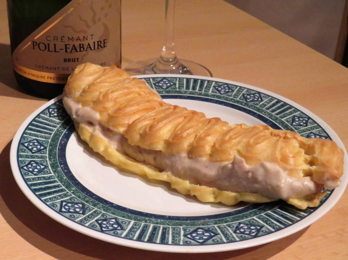 Eclair with chestnut cream